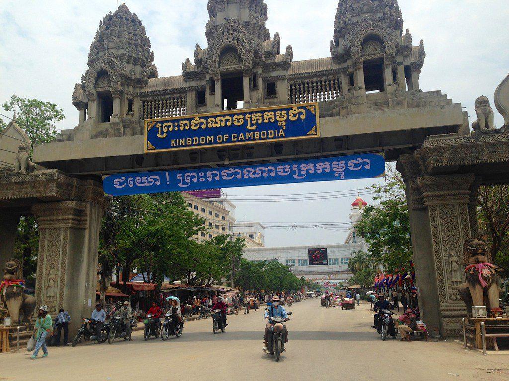 thai border crossing photo