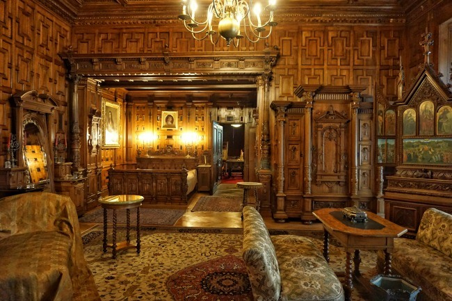 sinaia peles castle bedroom