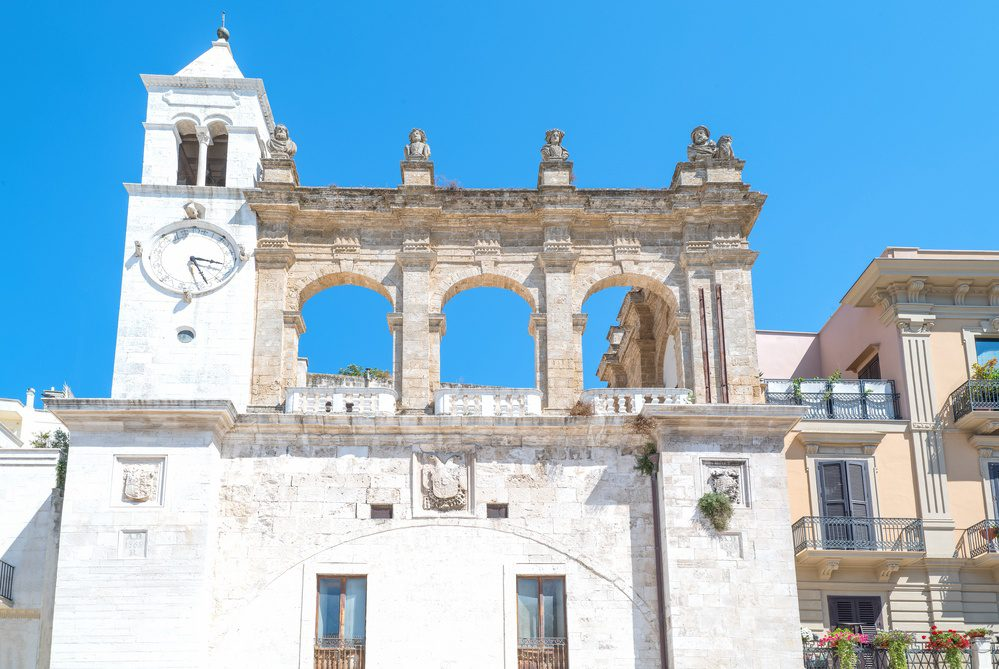 what to do in Bari Italy - Piazza Mercantile