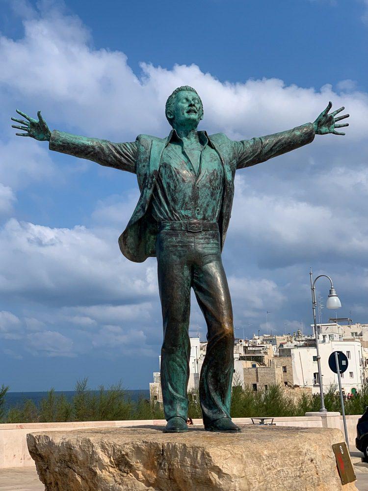 Polignano a Mare statue